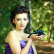 Woman dark blue grapes — Stock Photo