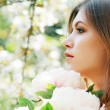 Beautiful woman in the park — Stock Photo #24717377
