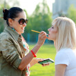 Make-up artist outdoor — Stock Photo