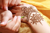 Henna applying — Stock Photo