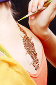 Henna applying on the back — Stock Photo