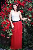 Mulher de rosas vermelhas — Fotografia Stock