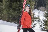 женщина с лыж — Стоковое фото