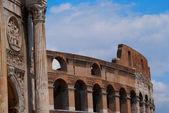 Amfiteátr koloseum v římě — Stock fotografie