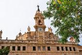 Valencia, spanien, fasaden av katedralen kyrkan. — Stockfoto