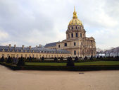 Dôme des Invalides. Burial place of Napoleon Bonaparte in Paris — Stock Photo