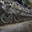 Bicycles in a row, a public bike sharing system in Paris — Foto Stock