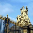 France, golden gate and the figure  of Versailles palace — Stock Photo