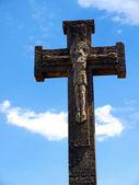 Gamla betong cross runt helgedomen i koden nära felet ri — Stockfoto