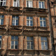 Wall with windows of an old, damaged residential building in Wro — Stock Photo