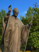 Statue of Pope John Paul II in front of the shrine and the Franc — Stock Photo