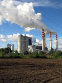Brown-coal power plant with chimney giving off large amounts of — Stock Photo
