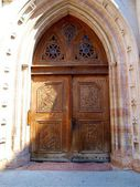 Puerta de madera a la iglesia de San Pedro en trento — Foto de Stock