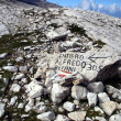 Marking the path Alfredo Benini in the Brenta Dolomites mountain — Stock Photo