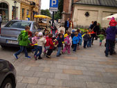 KRAKOW, POLAND - JUNE 27: pre-school children in the group walking through the streets of Krakow with a car traffic, Poland June 27, 2013 — Stock Photo