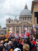 ROME, VATICAN - April 27, 2014: St. Peter's Square, a celebratio — Stock Photo