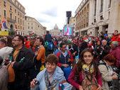 ROME, VATICAN - April 27, 2014: St. Peter's Square, a celebratio — Foto de Stock