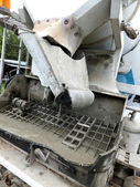 Achterste zelfrijdende betonmixer — Stockfoto