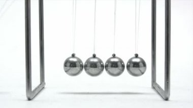 Newtons cradle — Stock video