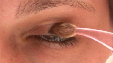 Applying Eyeshadow — Stock Video