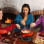 Fondue diner met vrienden — Stockfoto #18693181