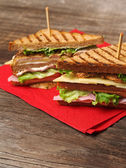 Club-sandwich auf serviette — Stockfoto
