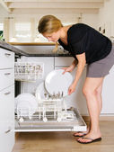 Unloading the dishwasher — Stock Photo