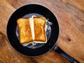 Grilled cheese sandwich on skillet — Stock Photo