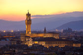 Sunset view of the Palazzo della Signoria tower, Florence — Stock Photo