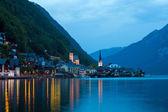 Vista nocturna del pueblo de hallstatt — Foto de Stock