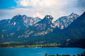 Wolfgang See lake with Sparber and Bleckwand peaks — 图库照片