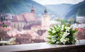 Wedding bouquet spring flowers with Brasov city view panoramic  — Stock Photo