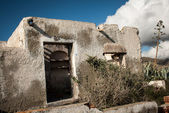 Sönderfallande stenhus — Stockfoto
