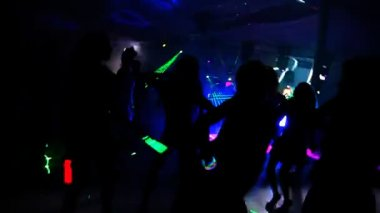 People dancing in a disco — Stockvideo