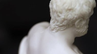 Sculptural figurine — Stock Video