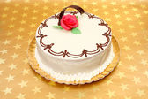White cake on golden stars background — Stockfoto