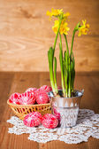 Written eggs and yellow daffodils — Stock Photo