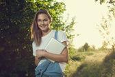 Tablet ile kız — Stok fotoğraf