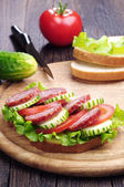 Sandwiches with sausage, lettuce, tomato and cucumber — Stock Photo