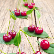Ripe cherry and green leaf — Stockfoto