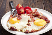 Fried eggs with ham — Stock Photo