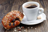 Cup of coffee and sweet buns — Stock Photo