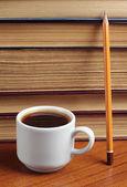 Kopje koffie en boek — Stockfoto