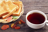 Frutos secos, té y pan — Foto de Stock