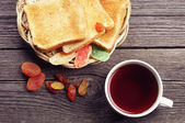 Tea, bread and dried fruit — Stock Photo
