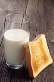 Glass of milk and toast  — Stock Photo