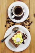 Cup of hot coffee and cake — Photo