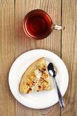 喝杯茶,切片馅饼 — 图库照片