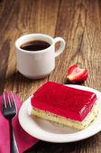 Jahodový koláč a kafe — Stock fotografie