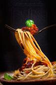 Těstoviny s rajčatovou omáčkou — Stock fotografie